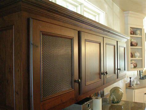 wire mesh kitchen cabinets キャビネットと美しく調和するメタルメッシュパネル 独創的な空間を提供する輸入建材の株式会社レージェンシー 1558