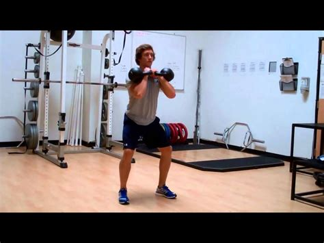 squat double kettlebell