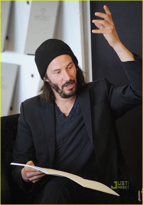 keanu reeves ode to happiness book signing 2553936 keanu reeves just jared