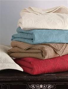 Jeté De Lit : linge de lit les fournisseurs grossistes et fabricants sur hellopro ~ Teatrodelosmanantiales.com Idées de Décoration
