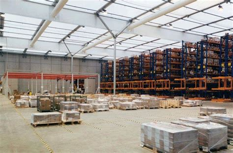entrepot de produit de bureau intertrans aubange logistique en entrepôts docks et