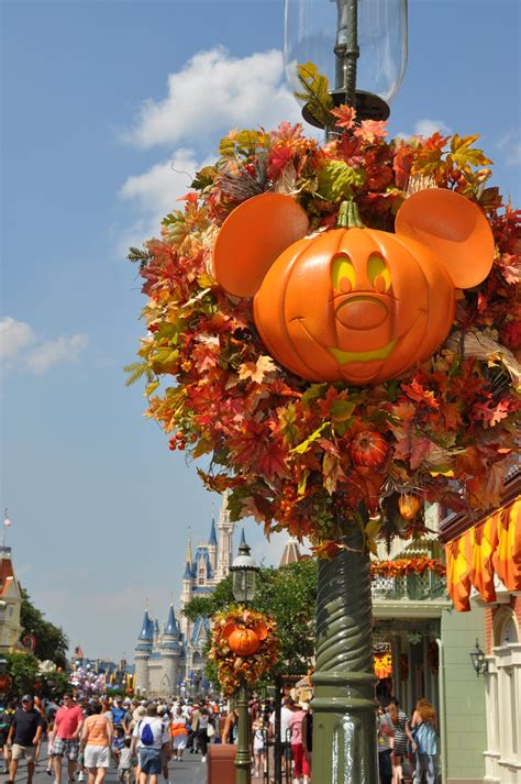 fall travel tips for theme parks