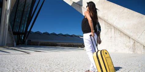 Wanita Hamil Naik Pesawat 5 Tips Sehat Naik Pesawat Bagi Ibu Hamil Merdeka Com