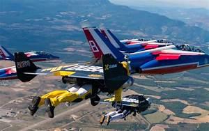 Patrouille De France Calendrier 2018 : jetman trois hommes volent avec la patrouille de france ~ Medecine-chirurgie-esthetiques.com Avis de Voitures