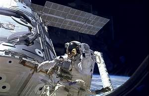 Première sortie pour réparer la Station spatiale ...