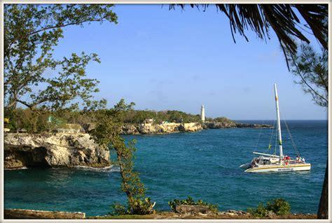 Jamaika mit den Boot die Küste entlang. - Bruck an der Mur