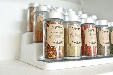 inventive ways  store organize  spices