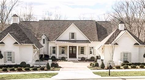 beautiful modern farmhouse exterior design 29 homedecort