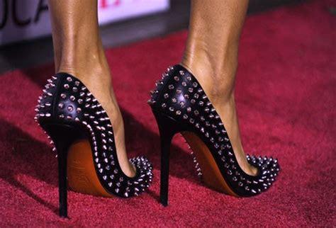 bunion sore red huge big  wear heels uk healthy tips