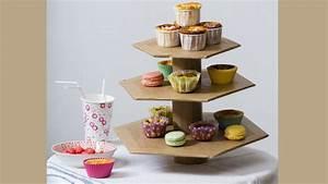 Presentoir Gateau Etage : fabriquer un valet de table pour g teaux en carton ~ Teatrodelosmanantiales.com Idées de Décoration