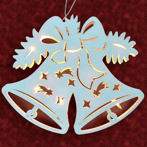 stimmungsvolle dekorationen aus holz fensterbild glocke
