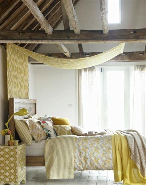 poutres en bois pour la deco de la chambre  coucher moderne