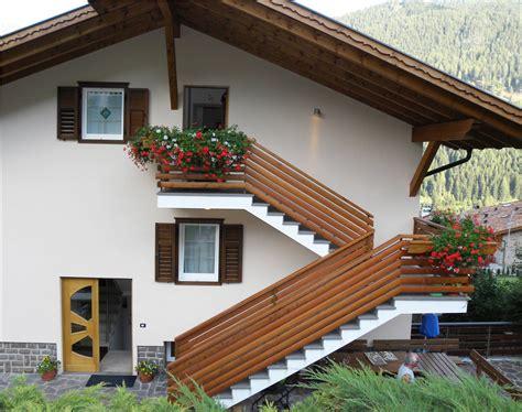 ringhiera in legno per esterni idee ringhiere balconi