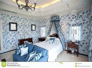 emejing papier peint chambre a coucher pictures With tapis chambre bébé avec eastpak bleu fleur