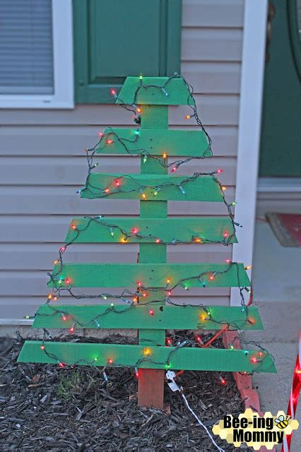 bee ing mommy blog diy pallet christmas tree holiday decor