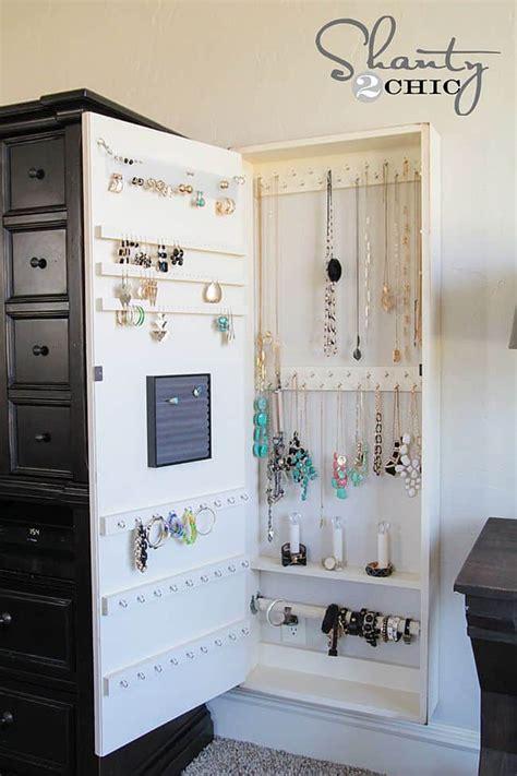 nifty diy ways  organize  jewelry