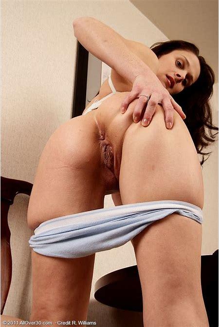 Thin and Older Jane W Opens Her Wife Rump Cheeks Broad Pear Gag » Jan010034004534011 - Milfs 30 ...