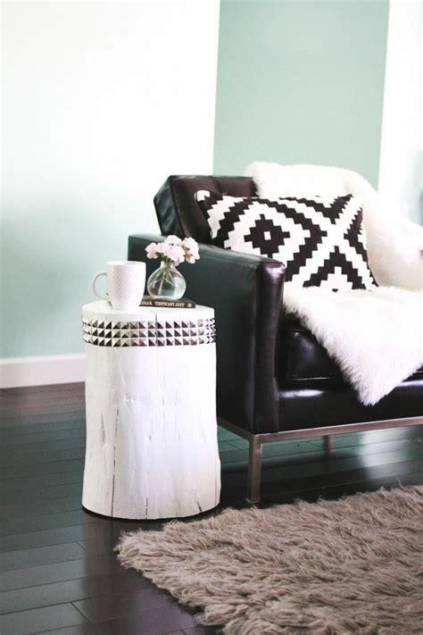 coussin pour canapé noir le meilleur plaid en fourrure en 40 photos inspirantes