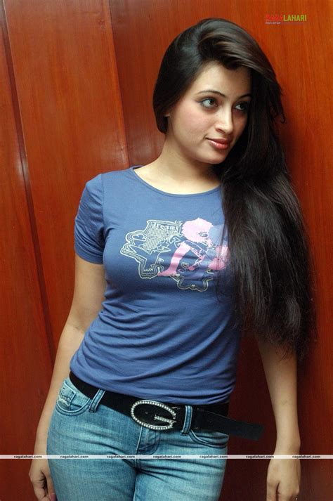 ~sex Bomb Navneet Kaur Showing Her Milky Curvs And Ass In
