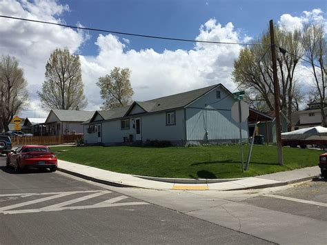 File:2015 05 01 14 30 54 A ranch style house split into