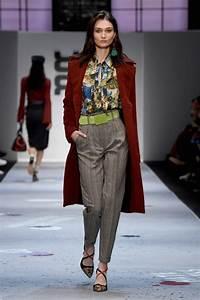 Trendfarben Winter 2018 2019 : maroon farbener wintermantel riani mode winter 2019 mbfw fashion week berlin januar 2018 2 ~ Orissabook.com Haus und Dekorationen