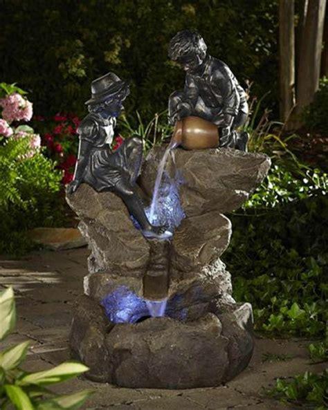 pot de chambre bebe une fontaine de jardin design quelques idées en photos