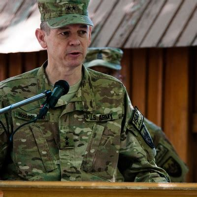 meet   army general  charge   isis war