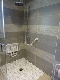 si鑒e de relevable plombier installateur sanitaire salle de bains pmr plomberie electricité chauffage lebrun rémi