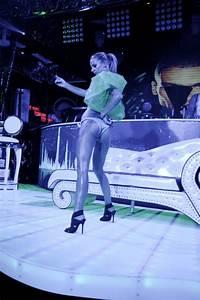 showroom xs miss bum show viki secrets