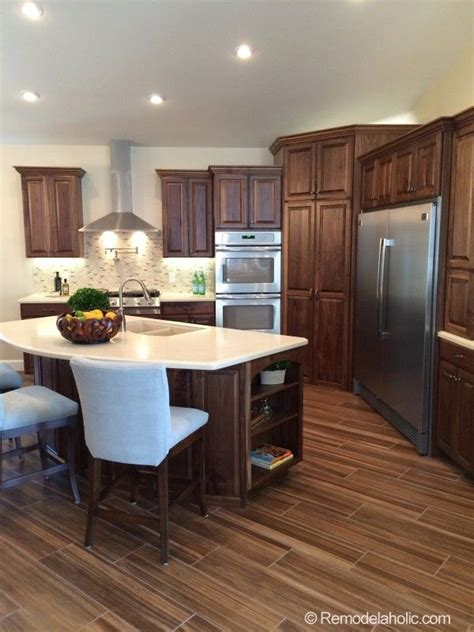 corner pantry      cabinets