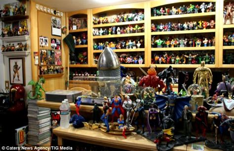 World's Largest Comic Book Collection Owned By Superfan