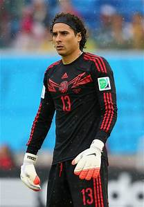 Guillermo Ochoa Photos Photos - Mexico v Cameroon: Group A ...