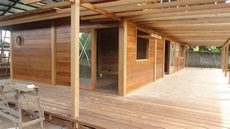 cuisine originale en bois villa construction bois avec mobiteck maison bois massif