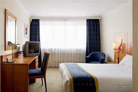 gatwick holiday inn unbeatable hotel prices  gatwick