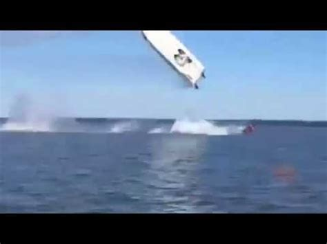 Speed Boat Crash Youtube by High Speed Boat Crash On The Potomac River Kills 2 As
