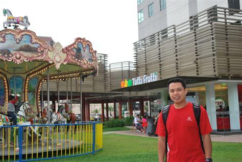 Paulo's Adventures: Centris Walk, EDSA corner Quezon Avenue