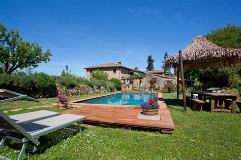 pedana legno giardino pavimenti per giardino mattonelle e listoni in legno