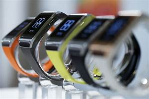 Apple Watch And Apple Pay These Are Apple 39 S Newest Foes