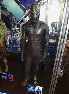 Hollywood Movie Costumes and Props Black Panther Nakia and Shuri movie costumes on display ...