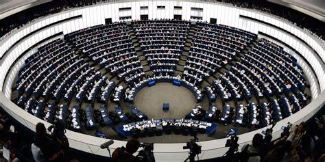 si鑒e parlement europ馥n ue merkel et hollande ensemble devant le parlement