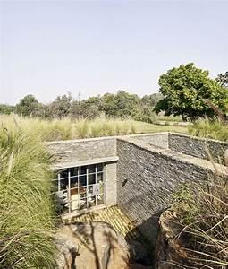 Maison Semi Enterrée : splendide maison semi enterr e en pierre avec toiture ~ Voncanada.com Idées de Décoration