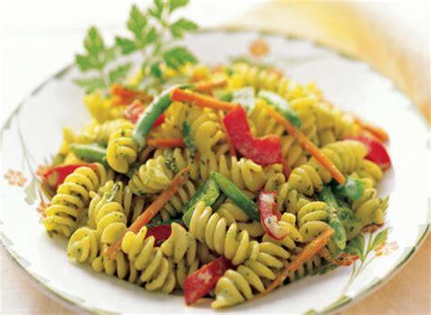 salade de p 226 tes avec vinaigrette cr 233 meuse aux herbes recette plaisirs laitiers