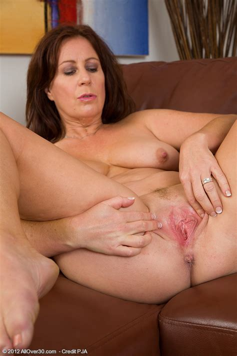 Carol Foxwell Brunette Mature Mom Shows Her Shaved Pussy