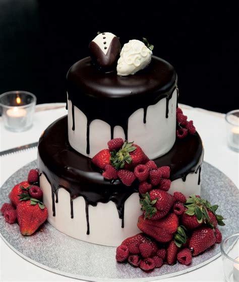 queensland brides strawberry wedding cakes groomsman