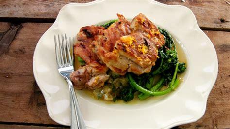 cuisiner haut de cuisse de poulet hauts de cuisse de poulet purée de zeste d 39 agrumes aubergine bharta et rapini recettes