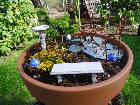 garden to make how to make a miniature garden that bloomin garden