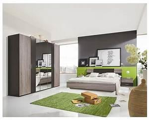 Komplettes Schlafzimmer Kaufen : verr ckt ein komplettes schlafzimmer bett nachttische ~ Watch28wear.com Haus und Dekorationen