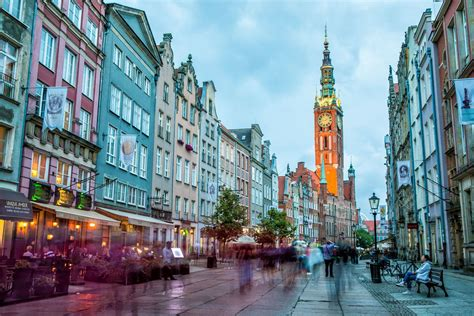 An important cultural seat, it contains schools of medicine, engineering, and fine arts. Where to Stay in Gdansk, Poland - Best Hotels for Your Budget | Earth Trekkers
