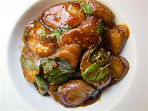 taiwan eats braised eggplant  garlic  basil