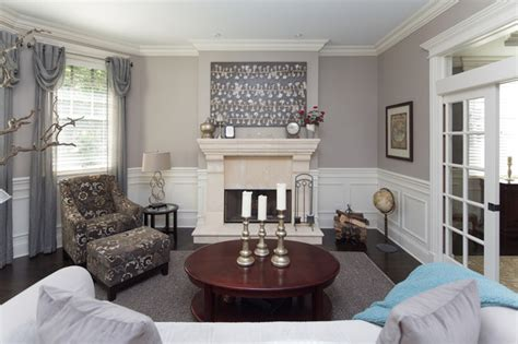 Transitional Style Living Room With White Wainscoting